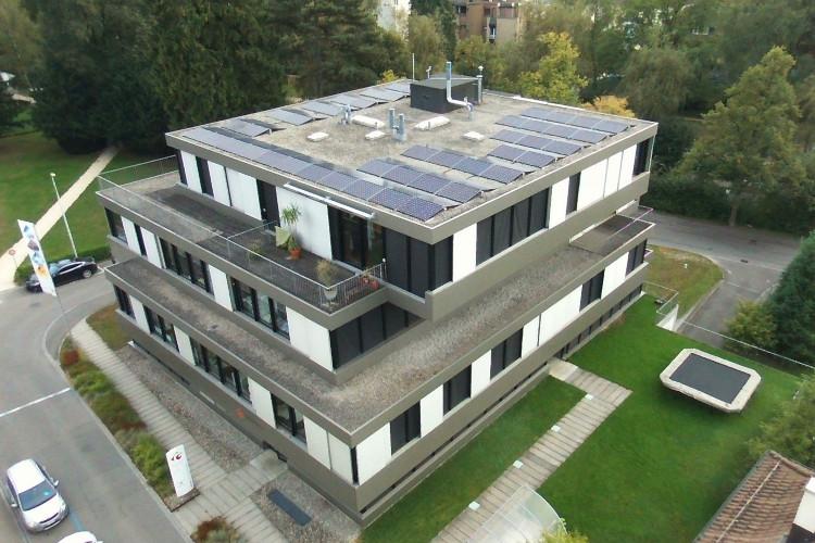 Mehrfamilienhaus mit Indach PV-Anlage