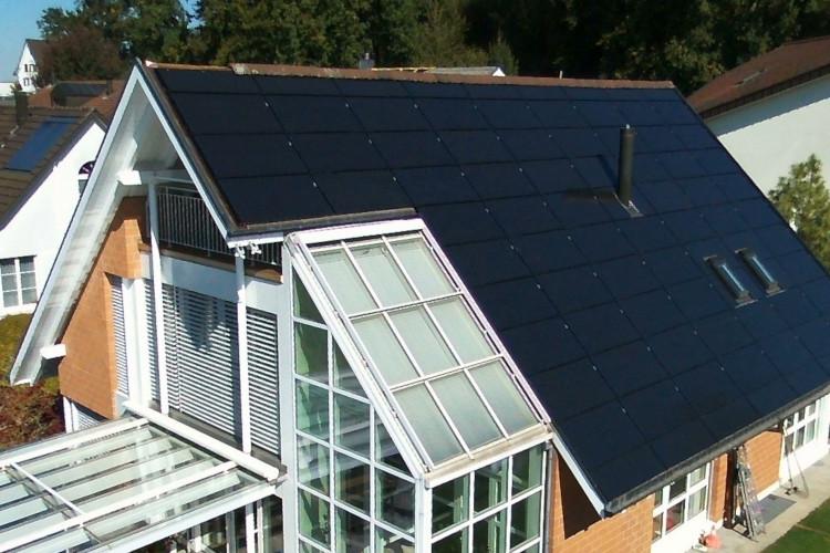 Indach Photovoltaikanlage mit Wintergarten