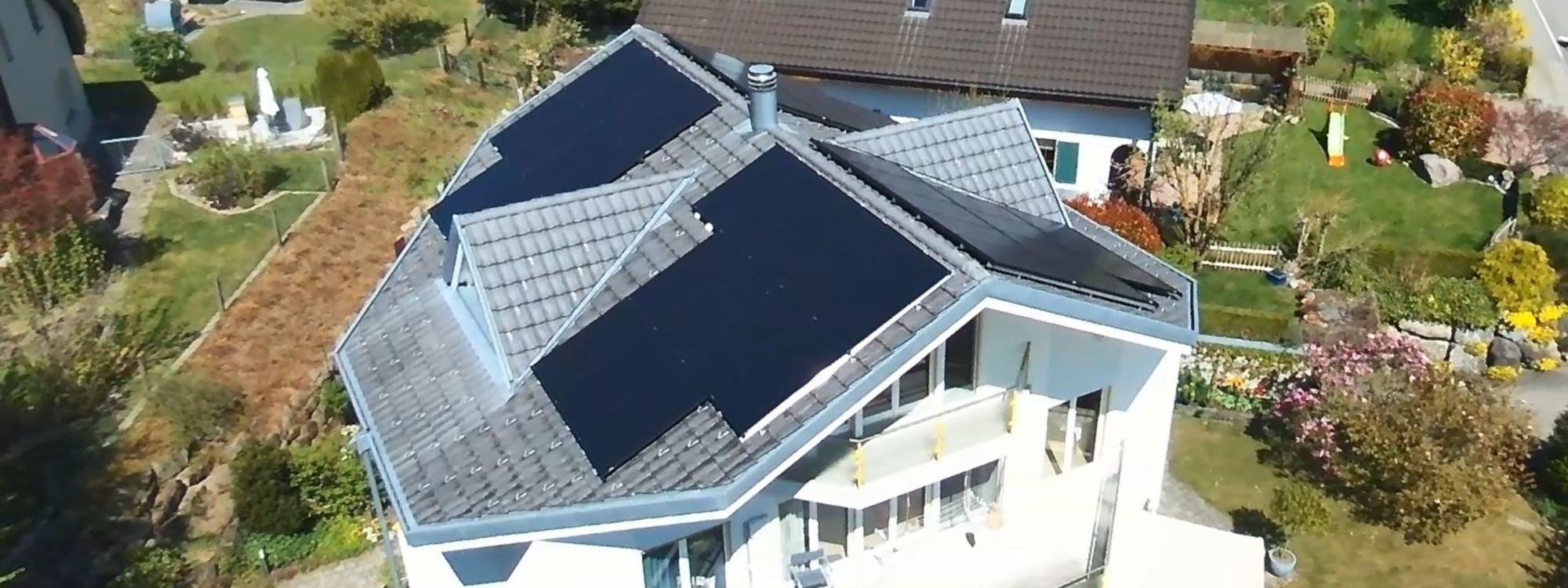 Aufdach Photovoltaikanlage auf einem Schrägdach
